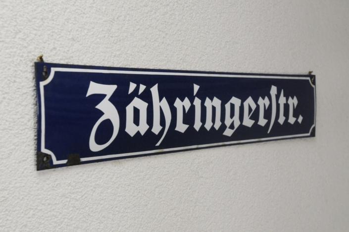 zaehringerstrasse gh schild sigw 9497 705x468 - Chambres et Prix - Hôtel Restaurant Lindenhof Donaueschingen