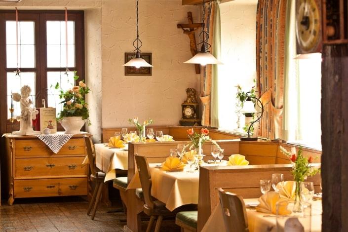 hotel restaurant lindenhof gastraum wirtshaus 705x470 - 照片