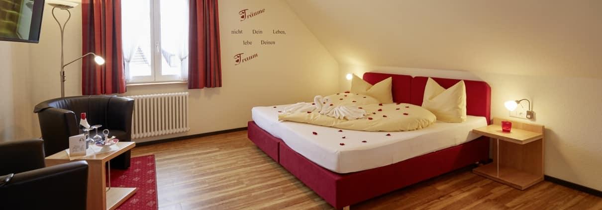 gemuetliches geraeumiges zimmer im hotel lindenhof bei donaueschingen 1210x423 - Aktuelles im Hotel Restaurant Lindenhof