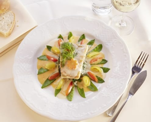 gourmet kueche im restaurant lindenhof 495x400 - Hotel Restaurant Lindenhof bei Donaueschingen im Schwarzwald