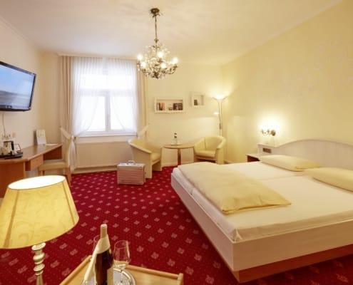 hotel zimmer in braeunlingen bei donaueschingen 495x400 - Hotel Restaurant Lindenhof bei Donaueschingen im Schwarzwald