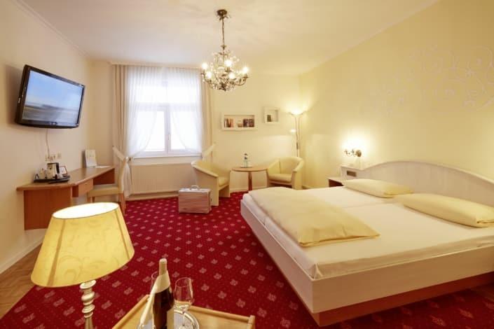 hotel zimmer in braeunlingen bei donaueschingen 705x470 - 照片