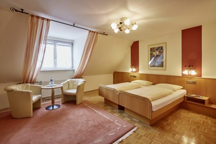 komfort plus zimmer im hotel donaueschingen 705x470 - Chambres et Prix - Hôtel Restaurant Lindenhof Donaueschingen