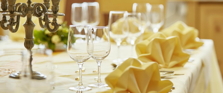 tafel johannesstüble restaurant lindenhof donaueschingen 1500x630 - Restaurant Lindenhof Donaueschingen