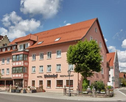 hotel restaurant lindenhof aussen neu 495x400 - Geschichte unseres Hauses