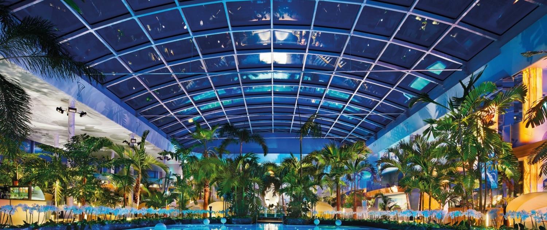 badaparadies schwarzwald panorama innen abend 1500x630 - Wellness im Schwarzwald - Hotel Lindenhof
