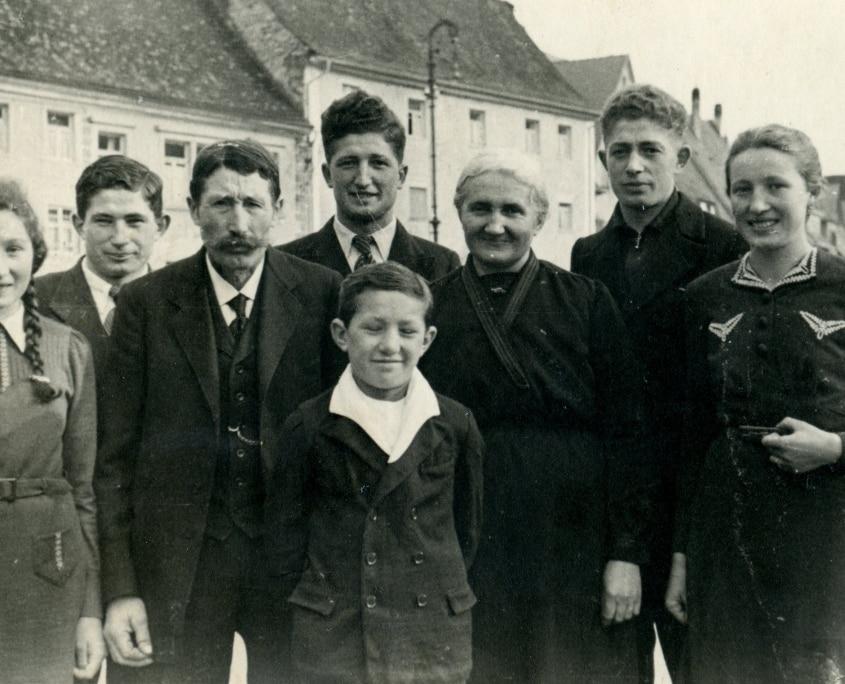 23 familie joseph dury 845x684 - Geschichte unseres Hauses