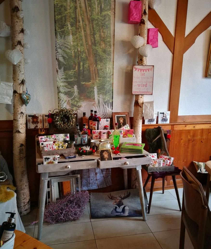 Tisch: Schwarzwald-Geschenkideen im Lädele im Lindenstüble Bräunlingen
