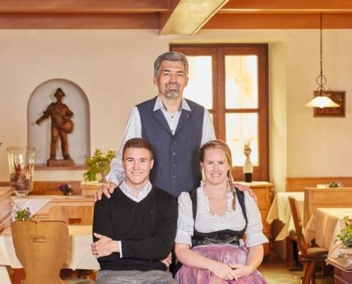 Familie Dury Restaurant Lindenhof 495x400 - Aktuelle Situation - Hotel und Restaurant geöffnet!